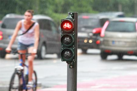 rote ampel auf dem fahrrad einen rotlichtversto begehen. Black Bedroom Furniture Sets. Home Design Ideas