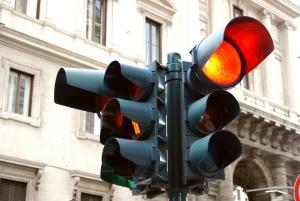 Welche Konsequenzen hat es, bei Rot über die Ampel zu fahren?