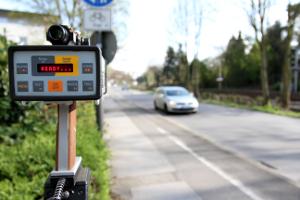 Blitzer und Radarfallen sollen Verkehrssünder identifizieren.