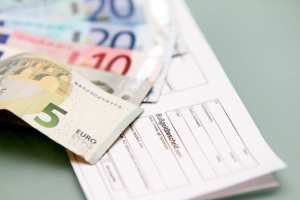 Das Bußgeld für Geschwindigkeitsübertretungen außerorts reicht von 10 bis 600 Euro.