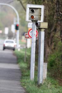 Das Bußgeld für Geschwindigkeitsübertretungen innerorts reicht von 15 bis 680 Euro.