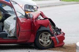 Drängler verursachen nicht selten Unfälle auf den Straßen.
