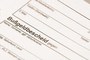 Bei einem Fahrverbot für Ausländer mit Wohnsitz in Deutschland muss der Führerschein in Verwahrung gegeben werden.