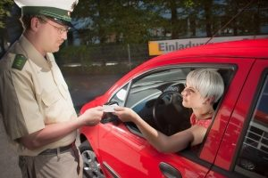 Wird bei einem Fahrverbot der Führerschein bewusst nicht abgegeben, kann dieser beschlagnahmt werden.