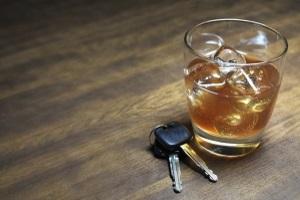 Ein Entzug vom Führerschein aufgrund von Alkohol ist möglich.