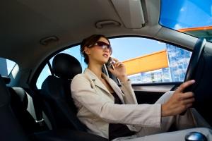 Geblitzt mit dem Handy: Wenn zur Geschwindigkeitsüberschreitung noch ein Handyverstoß kommt.