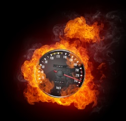 Die Bußgelder für eine Geschwindigkeitsübertretung innerorts sind höher als für selbiges außerorts.