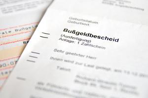 In Deutschland gilt nicht die Halterhaftung, das Bußgeld muss der Fahrer begleichen.