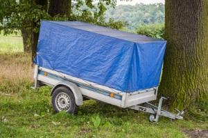 Bei der Ladungssicherung von einem Anhänger ist auf die jeweilige Stützlast zu achten.