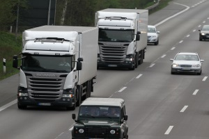 Beim LKW ist die Ladungssicherung aufgrund der Masse an Gütern besonders wichtig.