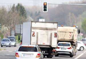 Die Missachtung vom Rotlicht der Lichtzeichenanlage kann Sie den Führerschein kosten.