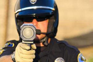 Manchmal bedient ein Beamter der Polizei den Blitzer.