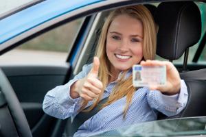 Die Probezeitverlängerung beim Führerschein beträgt zwei zusätzliche Jahre.