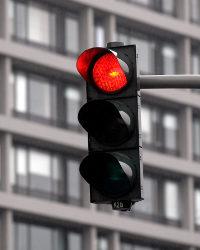 Ein qualifizierter Rotlichtverstoß kann durch Augenblicksversagen verursacht sein.