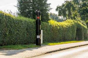 Eine stationäre Geschwindigkeitsüberwachung erfolgt vor allem an bekannten Unfallschwerpunkten.