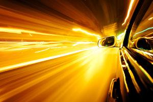 Der Toleranzabzug auf der Autobahn beträgt ab 100 km/h 3% der Geschwindigkeit.