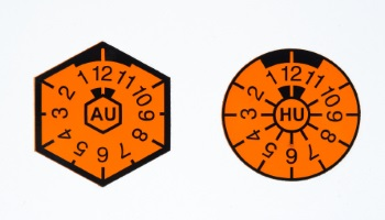 AU und TÜV: Aus zwei Plaketten wurde eine.