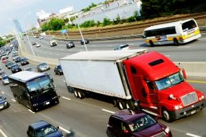 Überholen im Überholverbot: Auch für LKW gibt es Konsequenzen.