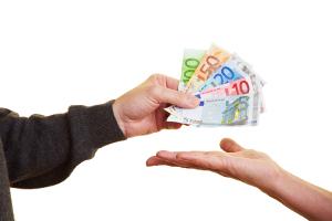 Für die verkehrspsychologische Beratung kommen Kosten von ungefähr 300 Euro auf.