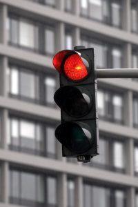 An der roten Ampel geblitzt zu werden, bedeutet in der Regel eine Verlängerung der Probezeit.